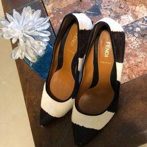 Black/white woman shoe